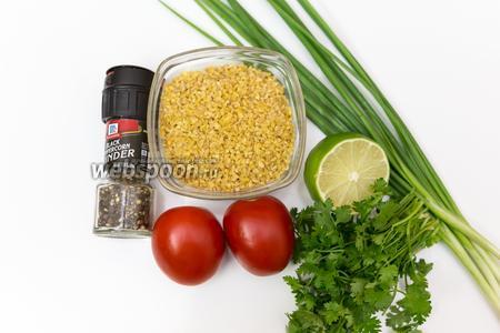 Для приготовления нам понадобятся: булгур, лук зелёный, помидоры, кинза, смесь перцев, лайм, соль, оливковое масло.