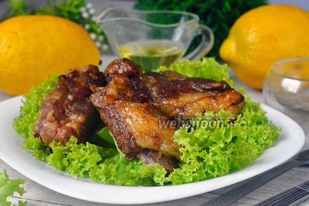 Свиные рёбрышки, запечённые в винно-медовом соусе с кумкватами