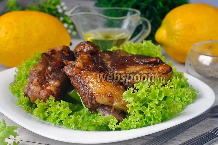Фото Свиные рёбрышки, запечённые в винно-медовом соусе с кумкватами