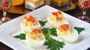 Фото рецепта Яйца начинённые сёмгой, икрой и зеленью