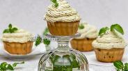 Фото рецепта Закусочные капкейки со сливочно-базиликовым кремом
