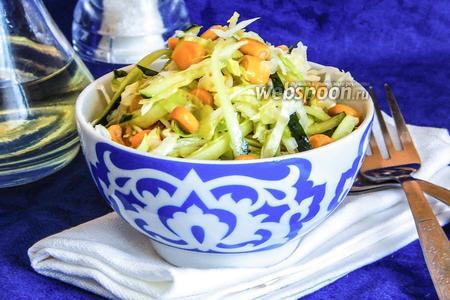 Салат с кукурузой и молодой капустой