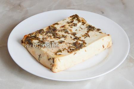 Подаём тёплой со свежими овощами, зелёным салатом. Если сыр остыл, можно немного прогреть его в микроволновке перед подачей. Приятного аппетита!