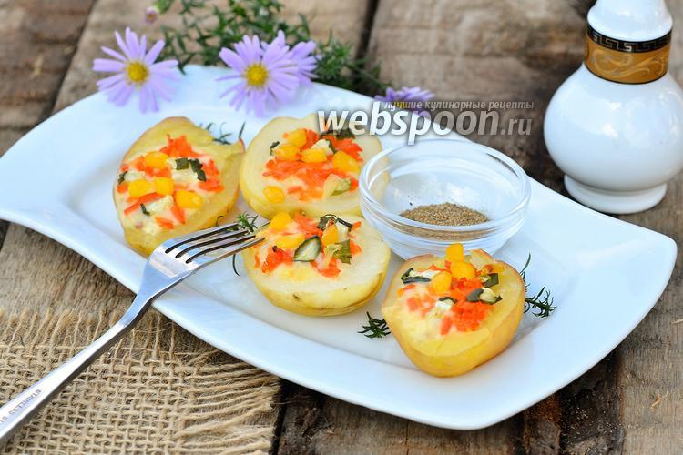 Фото Фаршированный картофель кукурузой, корейской морковью и огурцами