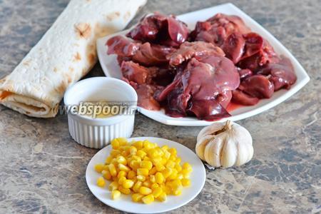 Для приготовления рулетиков из лаваша нам понадобится куриная печень, майонез, армянский лаваш, чеснок и кукуруза.