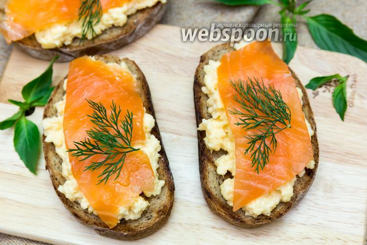 Фото Бутерброд с яичницей-болтуньей