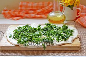 Сверху присыпать половиной данной порции зелени и чеснока.