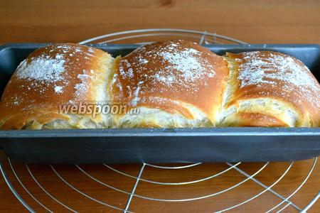 Выпекать 35 минут при температуре 190°С с паром. Готовый хлеб остудить на решётке.