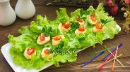 Фото рецепта Фаршированные перепелиные яйца с икрой мойвы
