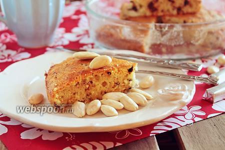 Миндальный кекс с кусочками шоколада