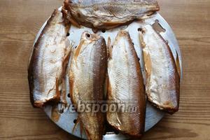 Рыба готова! Зовём всех к столу и наслаждаемся.