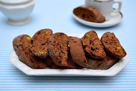Шоколадные кантуччини с фисташками