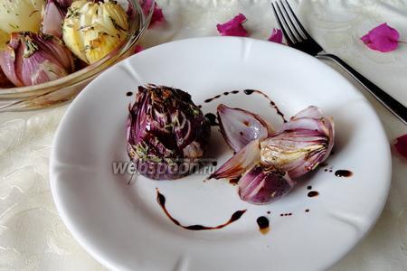 Печёный лук с тимьяном