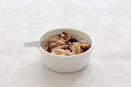 Для пасты я взяла грецкие орехи. Возможно, сгодятся другие, но я не пробовала с другими.