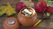 Фото рецепта Пшённая каша с яблоком в горшочках