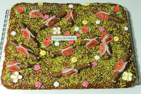 Торт «Поляна улиток» готов к празднику. Приятного аппетита!
