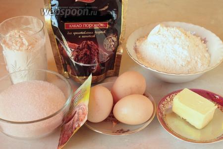 Для кекса нужно взять муку, масло, яйца, разрыхлитель, сахар и какао порошок.