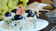 Фото рецепта Куриный салат с виноградом и креветками