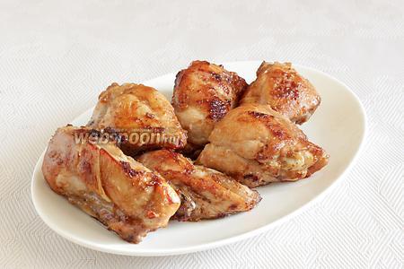Подавать кусочки курицы с любым гарниром или салатом.