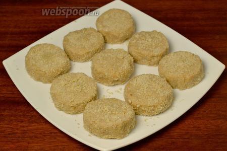 Подготовленные пирожные ставим на 2 часа в холодильник, после чего очень вкусное угощение может быть подано к чаю.