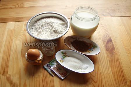 Для приготовления хлеба нам понадобится мука, дрожжи, соль, сахар, молоко, какао, зелёный сухой краситель, оливковое масло.