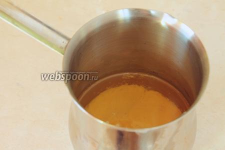 Растопить заранее масло (но не кипятить) и остудить до комнатной температуры.