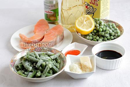 Для рыбы  «на зелёной подушке» возьмём стейк сёмги (или филе), горошек и спаржевую фасоль (замороженные), сыр Пармезан, соевый соус, сладкий соус чили, лимонный сок, сливки, масло растительное, специи для рыбы. В моём наборе специй для рыбы содержится пажитник, как и в смеси хмели-сунели, от него я просто балдею.