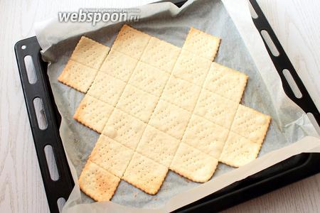 Выпекать печенье 10-15 минут до золотистого цвета.