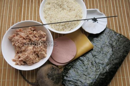 Рис для суши, консервированный тунец, нори, варёная колбаса, сыр, кунжут для украшения, свёкла для окрашивания, соль, 1 спагетти.