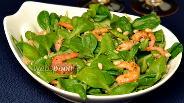 Фото рецепта Салат с креветками и кедровыми орешками