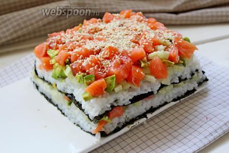 Слои повторить и сверху присыпать семенами кунжута. Убрать в холодильник на 1-2 часа.