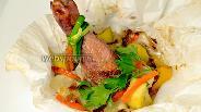 Фото рецепта Куриные голени с овощами в мешочках