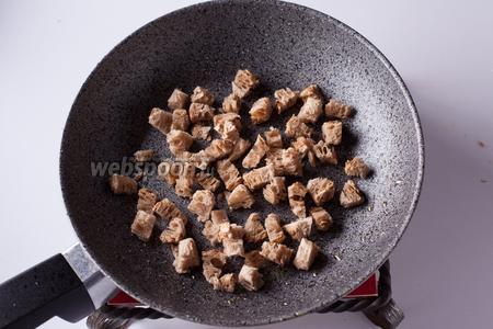 Обжарить из этого дела хрустящие сухарики. Кто не желает жарить сухарики, конечно же, может жарить гренки или крутоны.