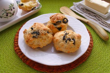 Сырные булочки с маслинами