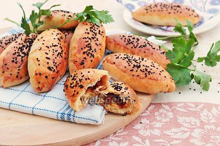 Пирожки в духовке с салями и сыром