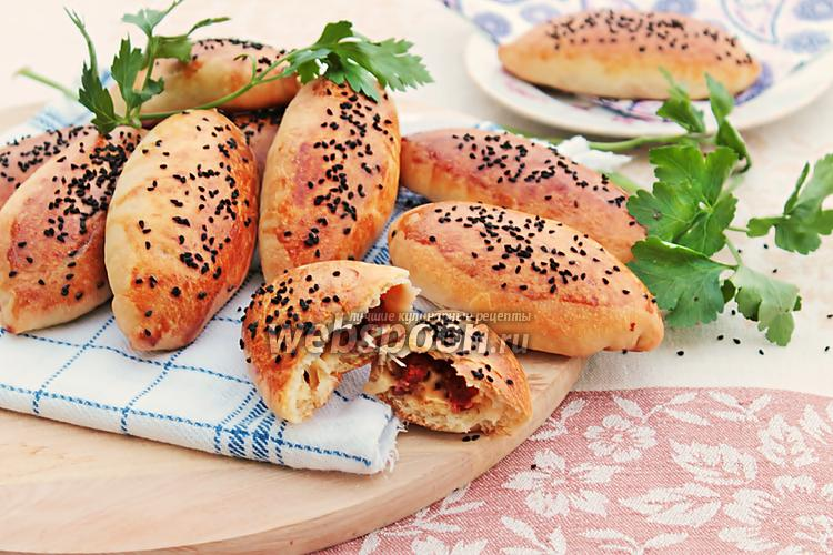 Фото Пирожки в духовке с салями и сыром