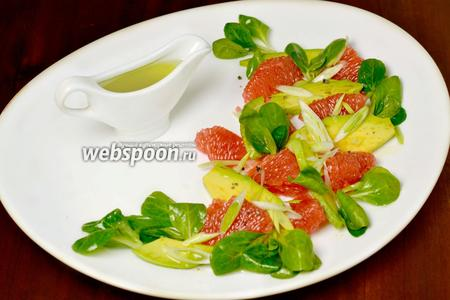 Изысканный салатик готов к употреблению.