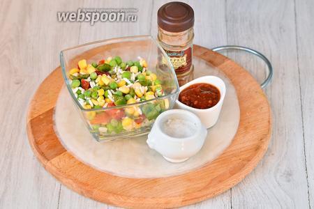 Для приготовления спринг-роллов с овощами нам понадобится гавайская смесь (горошек зелёный, кукуруза, красный и жёлтый сладкий перец, рис), перец красный молотый, соль, рисовая бумага и соус томатный острый.