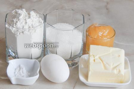 Итак, подготовим продукты: натуральный мёд, муку пшеничную, сахарный песок, куриное яйцо, масло сливочное и пищевую соду. Ещё нам понадобится вода для приготовления теста и для пароварки.