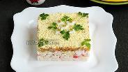 Фото рецепта Салат из крабовых палочек с яйцами, рисом и грибами