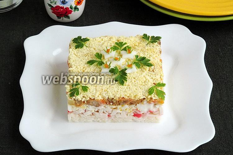 Фото Салат из крабовых палочек с яйцами, рисом и грибами