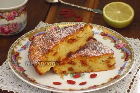 Яблочный пирог с ягодами годжи