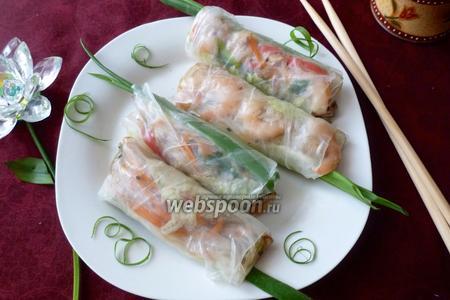 Спринг-роллы с рисовой лапшой и копчёнными креветками