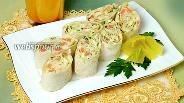 Фото рецепта Рулет из лаваша с форелью, кальмаром и сыром