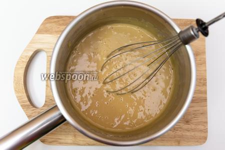 Всё хорошо перемешиваем. Тесто должно получиться чуть жиже, чем на оладьи. Оно имеет потрясающий запах, цвет и консистенцию!