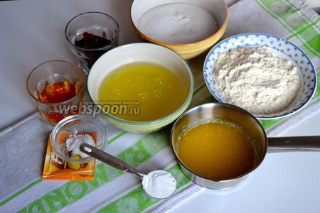 Для приготовления эстонского кекса нам понадобятся 6 белков от свежих яиц, сахар, мука, кукурузный крахмал, разрыхлитель, сливочное масло (растопленное) и по желанию изюм.