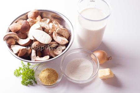 Грибы, жирные сливки, лук, петрушка и сливочное масло, думаю, никаких комментариев не требуют. То, что у меня в составе ингредиентов названо «бульонным кубиком», в Германии часто продаётся в сыпучей форме. Ближайшим известным мне доступным в России аналогом этого продукта является приправа «вегета» — ну, или, в самом деле, просто какой-нибудь бульонный кубик с овощным или куриным вкусовым оттенком, мясного не нужно. «Загуститель для сливок», которого нужно 5 столовых ложек — это на самом деле универсальный белый загуститель для соусов. Если его нет, то нужно «заваривать» загуститель на муке со сливочным маслом, а потом бороться с комочками. С готовым загустителем данная проблема отпадает, поэтому в немецкой кулинарии он используется весьма активно.