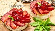 Фото рецепта Сыр Бри с карамелизированными сливами