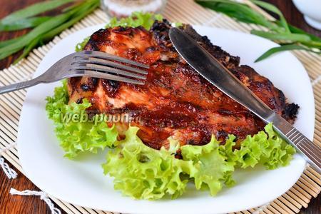 Мясо запечённое с тархуном, клюквой и томатом