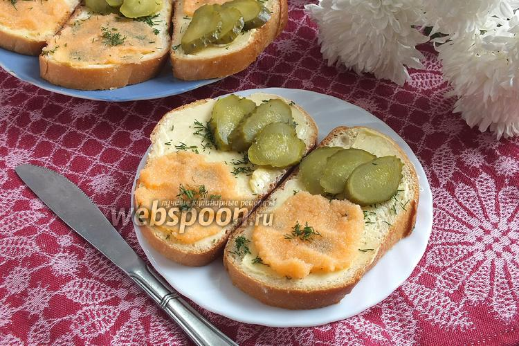 Фото Бутерброды с икрой мойвы и горчичным маслом